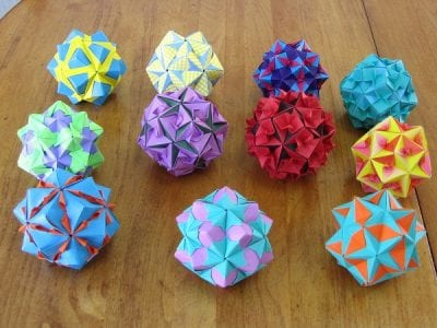 Tomoko-Fuse-Floral-Origami-Globes-collection-table.jpg